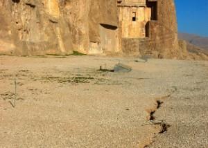 Icon7 مقبره شاهان هخامنشی در نقش رستم در خطرند +عکس